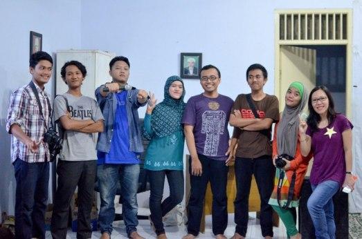 Punggawa komunitas di Banten (Ki - ka: Kang Doleh, Kang Rizki, Kang Nebulakidz, Mba Arum, Calon suaminya Mba Arum, Rizal, Mba Lisda, Mba Magda)